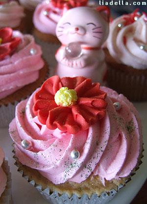 pinkcupcakescat.jpg